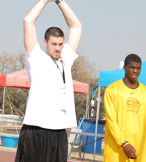 Nick Collison(USA • Oklahoma City Thunder) et Souleymane Diédhiou (SENEGAL  •Seed Academy) - Photo NBA