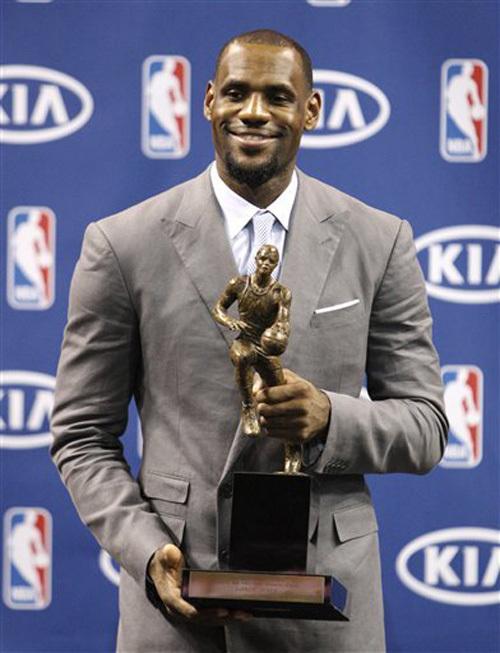 (VIDEO) - NBA - LeBron James MVP pour la 3e fois en 4 saisons