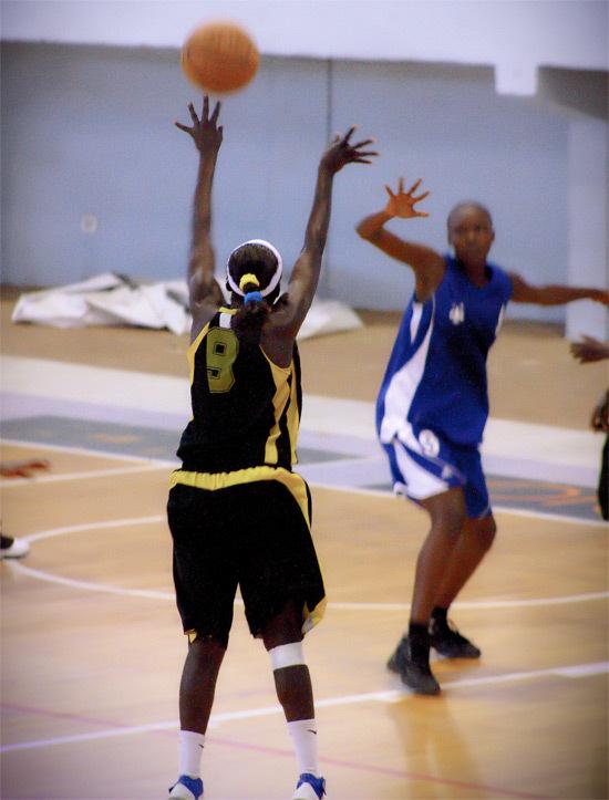 Basket Play-offs filles (aller) : Bon départ du DUC et SLBC