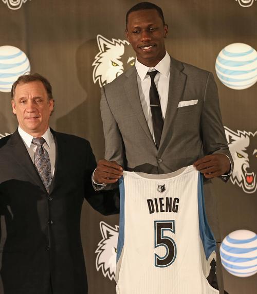 NBA DRAFT : Un contrat de 3 ans et une année de plus en option pour Gorgui Dieng avec les Wolves