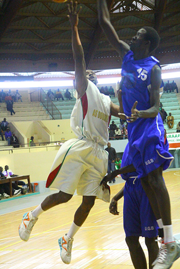 5e journée :Mouhamed Diop assassine la Douane au Buzzer