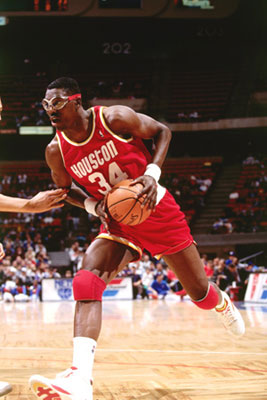 (VIDEO -VIDEO ) NBA : Hakeem Olajuwon premier Africain Hall Of Fame