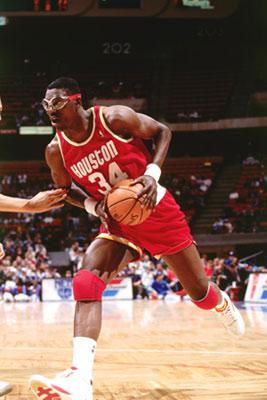 (VIDEO -VIDEO ) NBA : Hakeem Olajuwon premier Africain Hall Of Fame