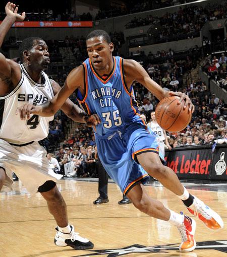 NBA : OKC fait encore tomber les Spurs, 13e victoire de suite pour les Cavs et 40 points pour West