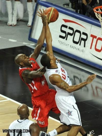 Domingos BONIFACIO (Angola) et Derrick Rose (USA)