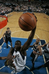 Diop au rebond hier nuit photo NBA.COM