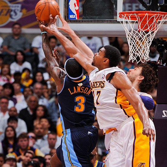 (VIDEO) - NBA-Play-offs 2012 - 1er tour: les Lakers gagnent, record de contres pour Bynum