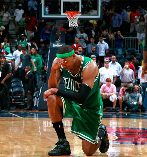 Paul Pierce (36 pts et 14 rbds) en Position Tim Tebow