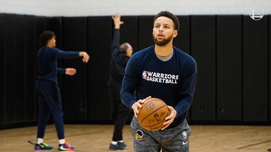 NBA: Stephen Curry devrait retrouver les parquets en mars