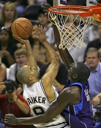 Desagana DIOP ici au contre sur Tony Parker - Image NBA