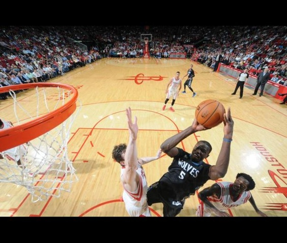 NBA:  22pts, 21 rebonds , un record de franchise pour Gorgui Dieng