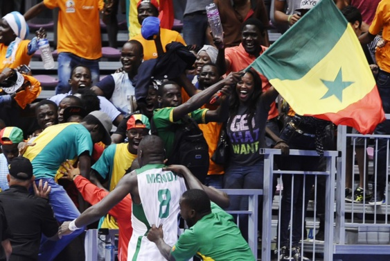 (VIDEO) - Le Senegal surprend l'Angola sur un tir au buzzer de Mendy