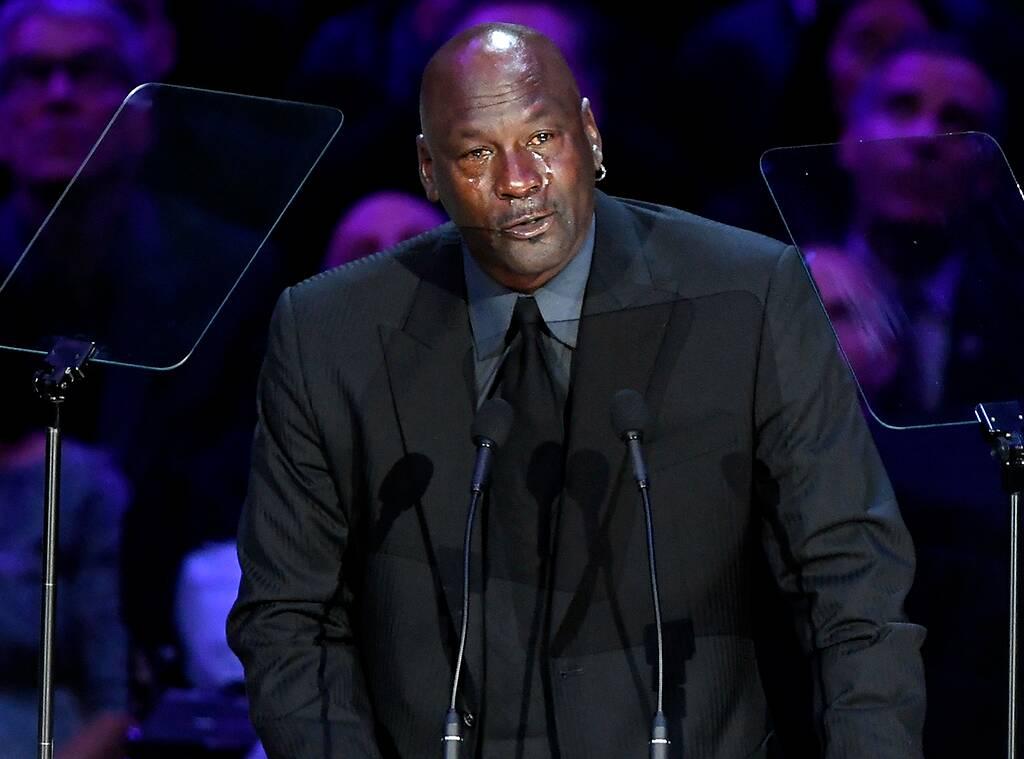 Mort de Kobe Bryant. Michael Jordan redonne le sourire au Staples Center pendant son discours