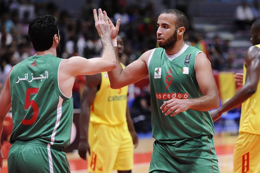 L'Algérie surprend le Cameroun et se qualifie pour les quarts de finale
