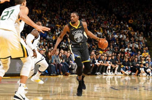 NBA : Golden State domine l'Utah, les Lakers coulent á Atlanta