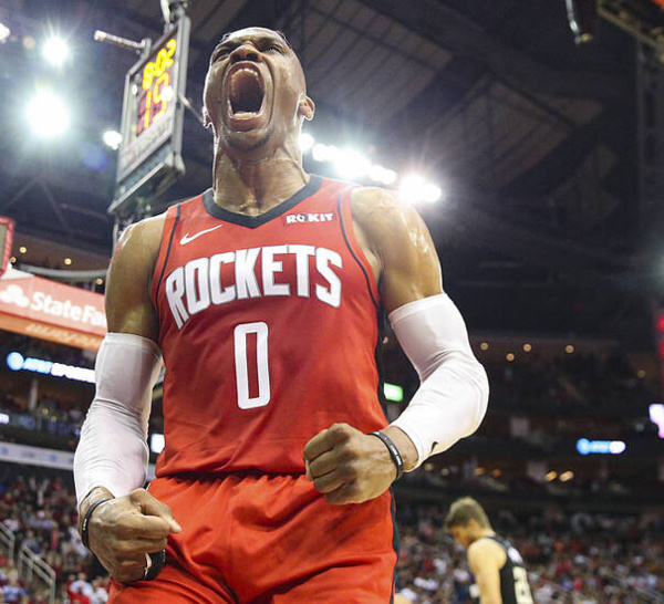 NBA:Les Clippers et Milwaukee se font surprendre, Westbrook dépasse Magic Johnson