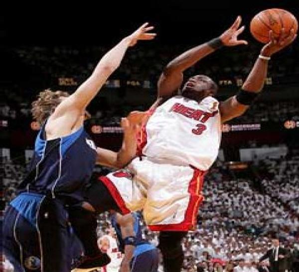 Basket - NBA - Finale3 : Wade sauveur du Heat