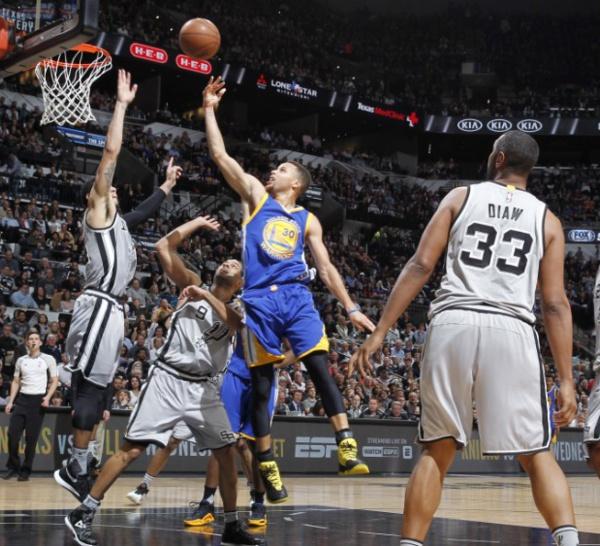 NBA: Les Warriors s'inclinent à San Antonio